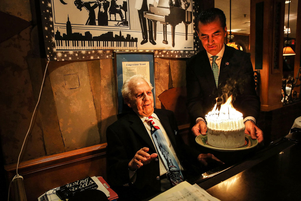Long Running Lounge Act In New York City Celebrates His 98th Birthday