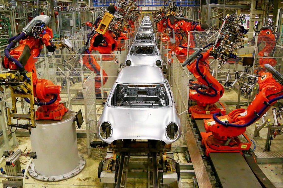 روبوتات مصانع السيارات