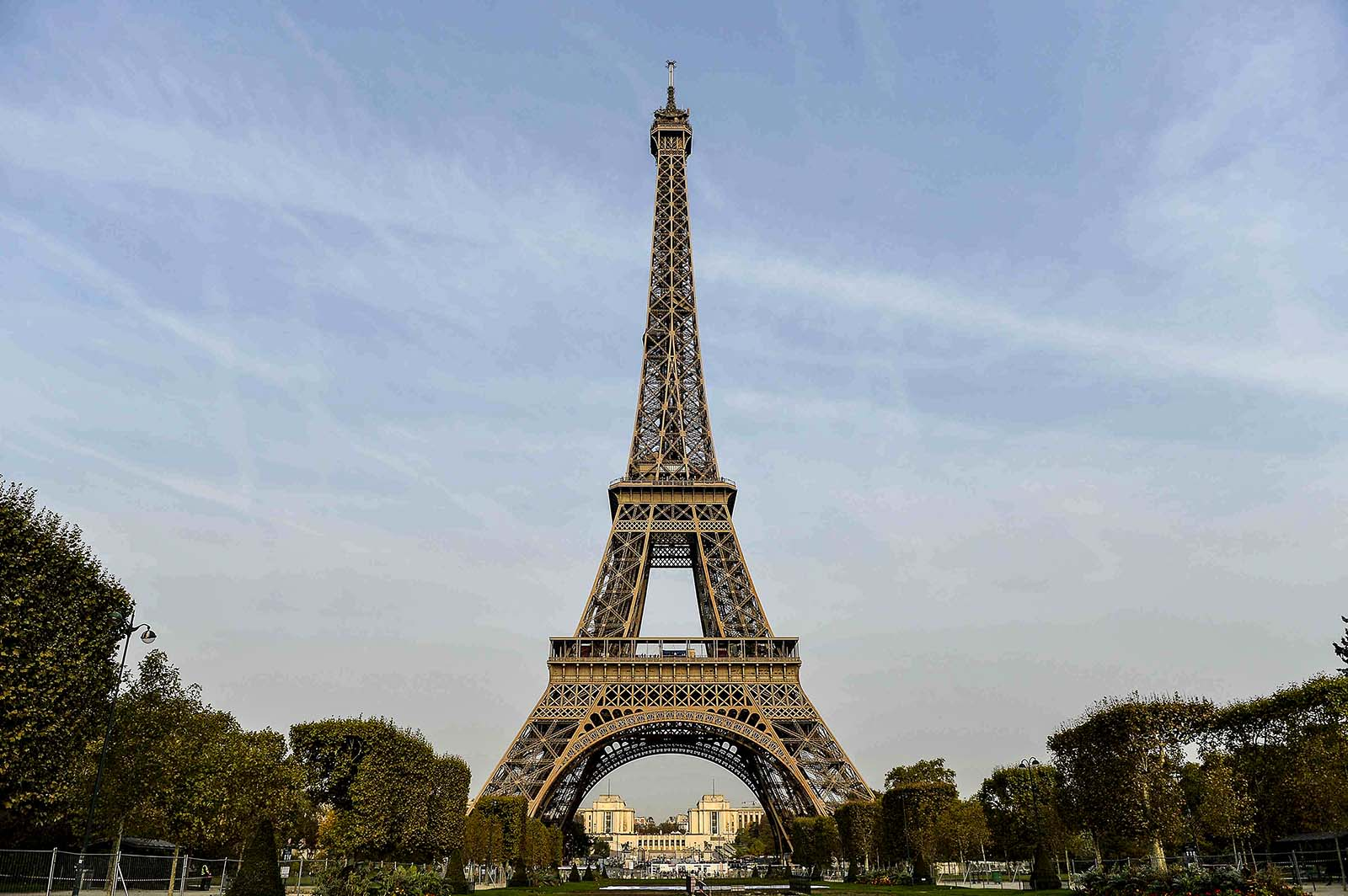 Testing the architecture of paris brink the edge of risk for Eiffel architect